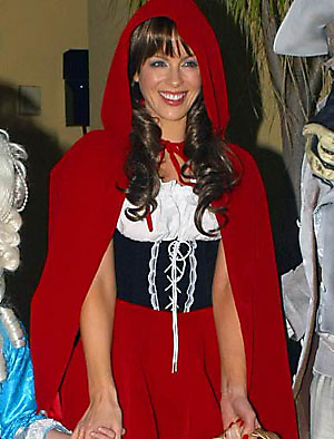 kate_beckinsale_little_red_riding_hood_20091019_1680019021